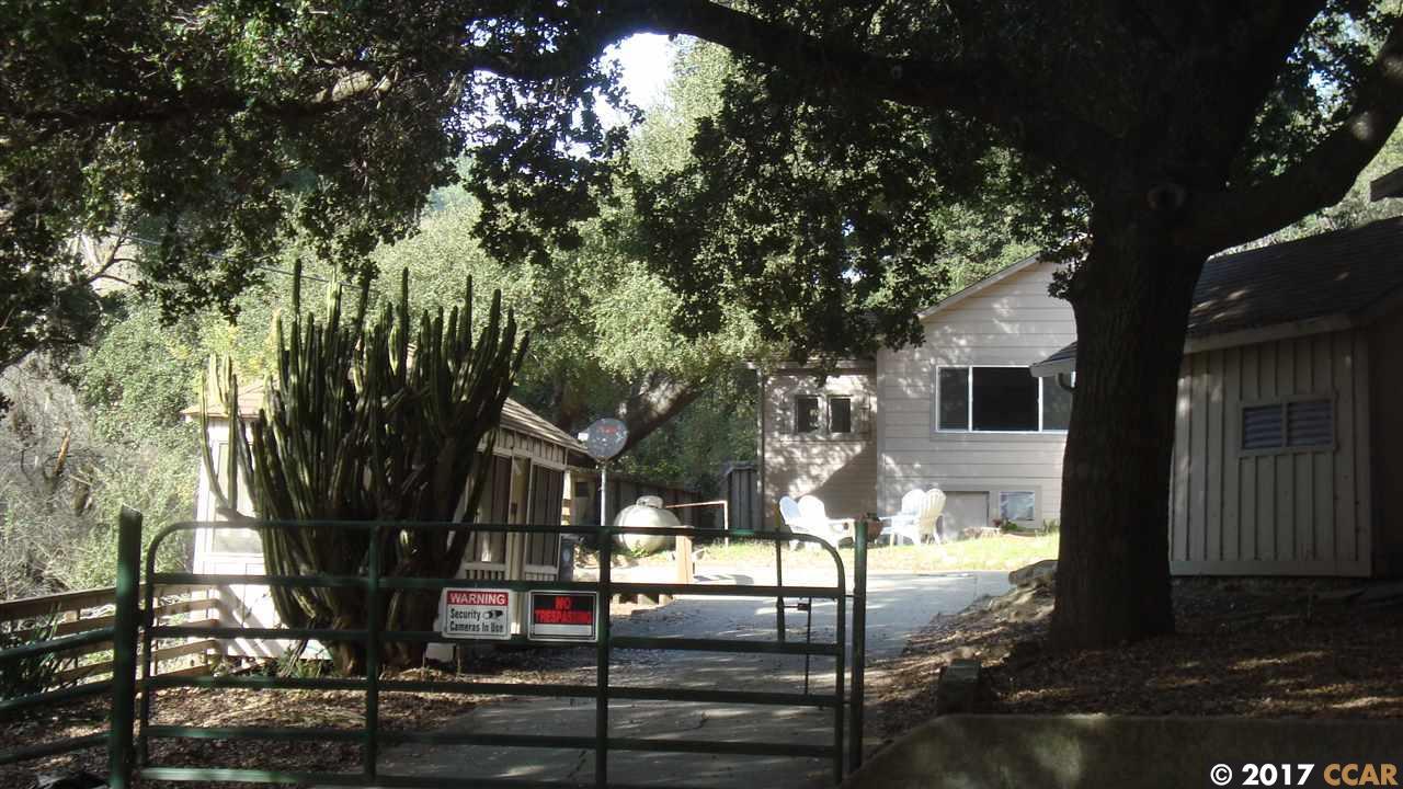 Частный односемейный дом для того Продажа на 17834 Cull Canyon Road 17834 Cull Canyon Road Castro Valley, Калифорния 94552 Соединенные Штаты