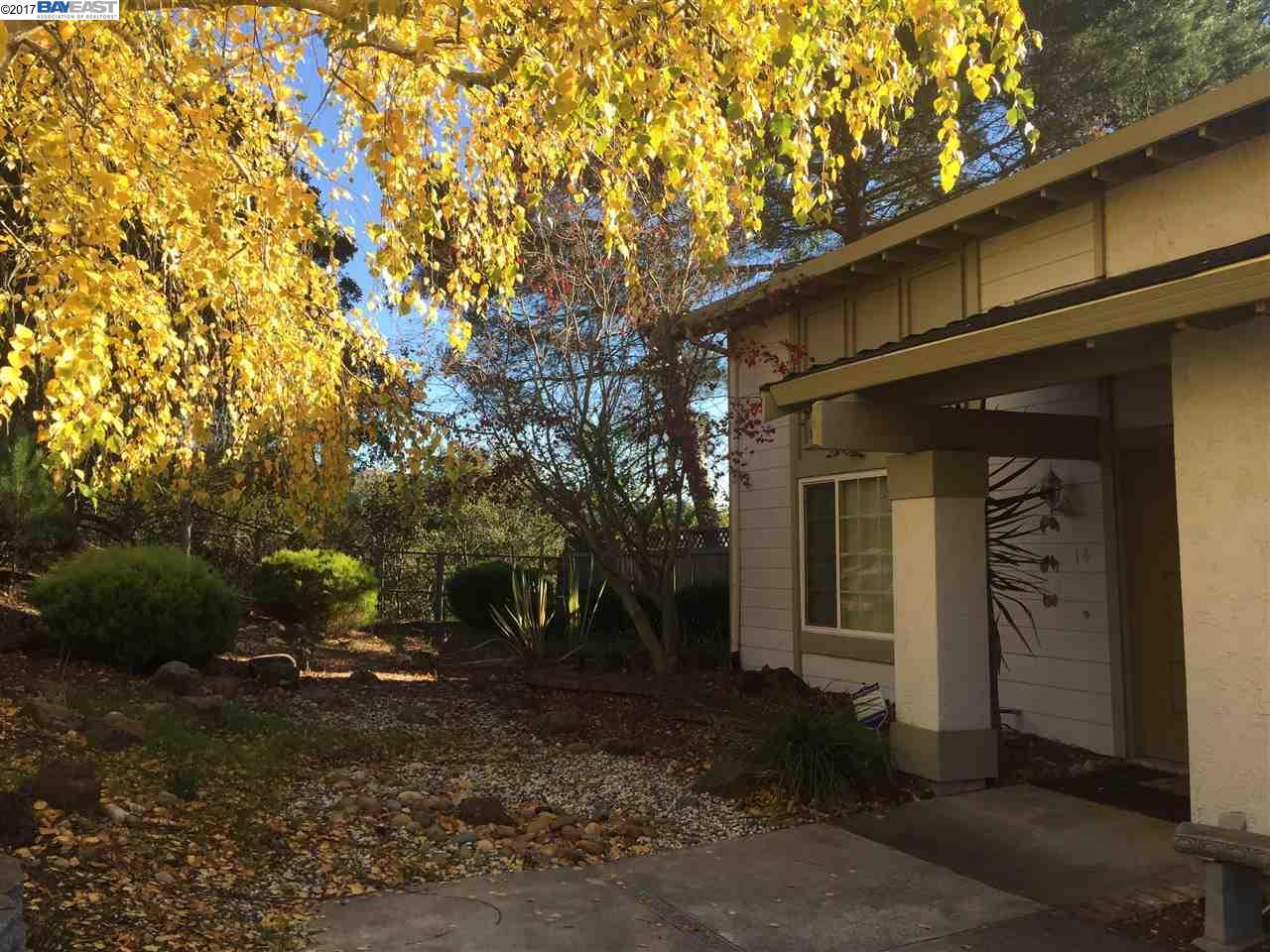 Частный односемейный дом для того Продажа на 14 Clear Water Court 14 Clear Water Court Richmond, Калифорния 94803 Соединенные Штаты