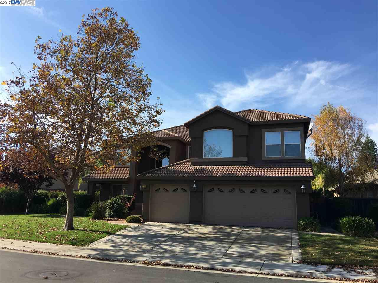 Casa Unifamiliar por un Venta en 2726 MARINA POINT LANE 2726 MARINA POINT LANE Elk Grove, California 95758 Estados Unidos