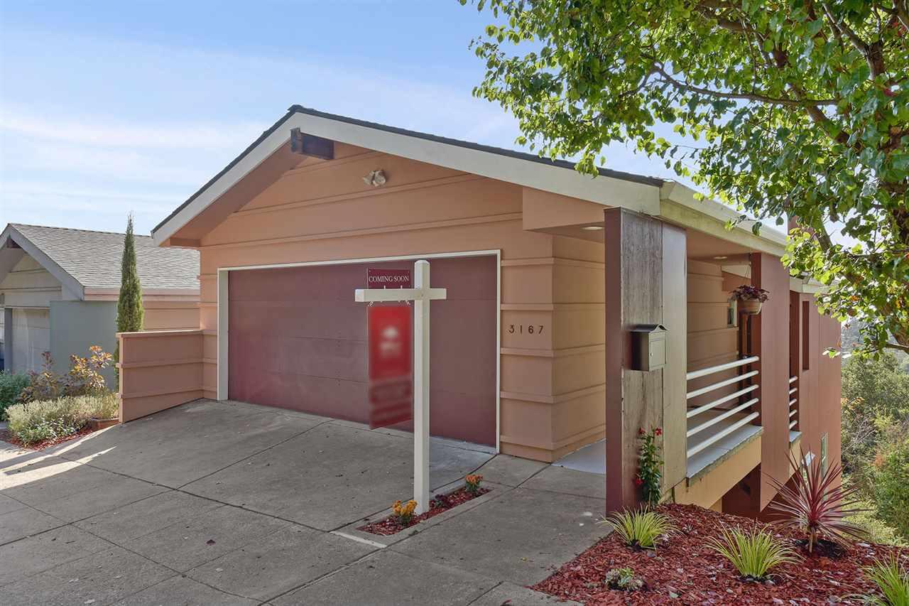 獨棟家庭住宅 為 出售 在 3167 Monterey Blvd 3167 Monterey Blvd Oakland, 加利福尼亞州 94602 美國