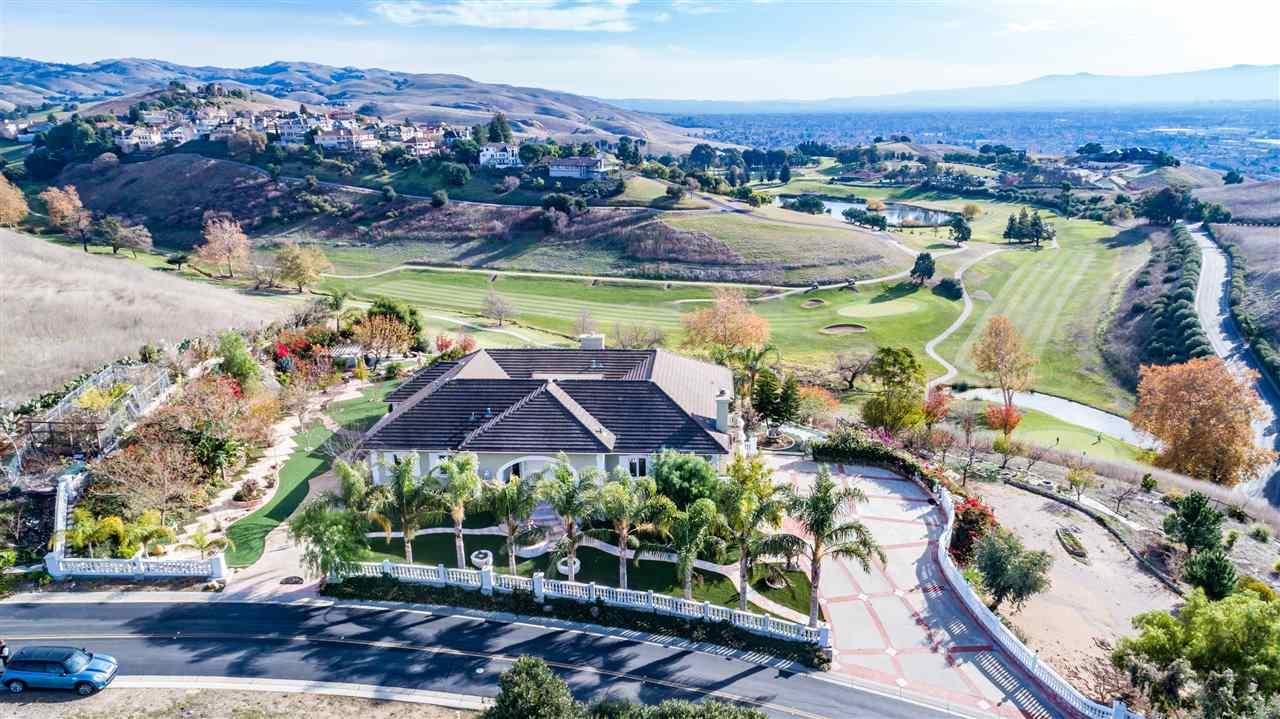 Maison unifamiliale pour l Vente à 1618 Calera Creek Heights Drive 1618 Calera Creek Heights Drive Milpitas, Californie 95035 États-Unis