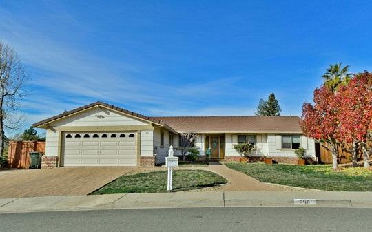 Maison unifamiliale pour l Vente à 268 Bigelow Street 268 Bigelow Street Clayton, Californie 94517 États-Unis