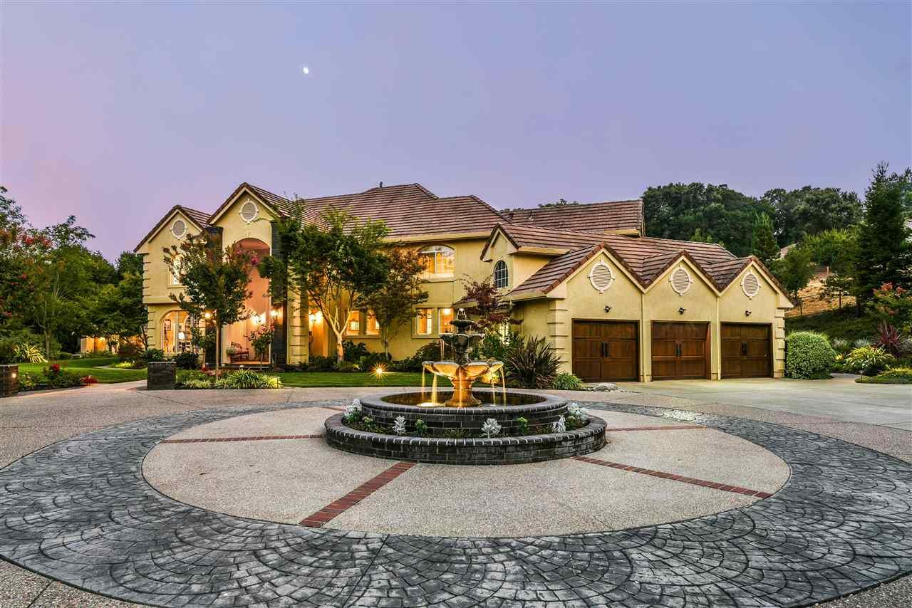 واحد منزل الأسرة للـ Sale في 5343 Stonehurst Drive 5343 Stonehurst Drive Martinez, California 94553 United States