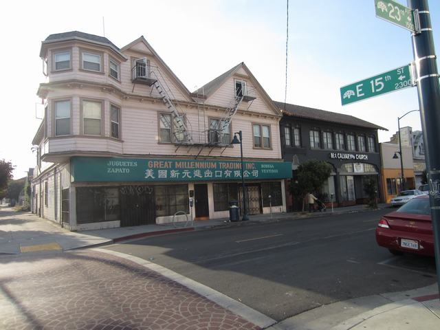 Многосемейный дом для того Продажа на 1448 23Rd Avenue 1448 23Rd Avenue Oakland, Калифорния 94606 Соединенные Штаты