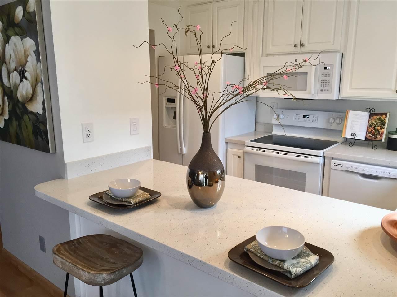 Appartement en copropriété pour l Vente à 1186 Maywood Lane 1186 Maywood Lane Martinez, Californie 94553 États-Unis