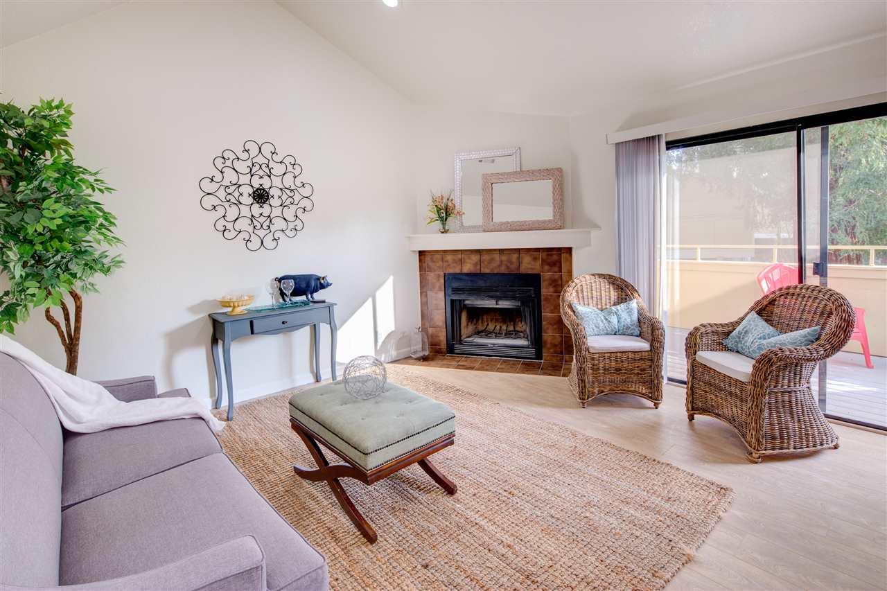 Appartement en copropriété pour l Vente à 651 Center Avenue 651 Center Avenue Martinez, Californie 94553 États-Unis