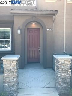 コンドミニアム のために 売買 アット 111 Fanuncio Lane 111 Fanuncio Lane Hayward, カリフォルニア 94544 アメリカ合衆国