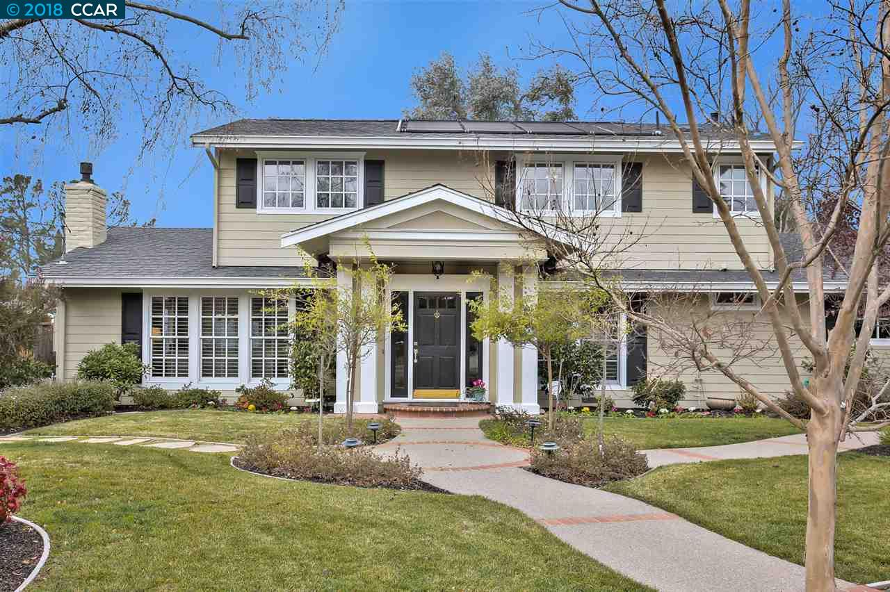 Maison unifamiliale pour l Vente à 28 Sullivan Drive 28 Sullivan Drive Moraga, Californie 94556 États-Unis