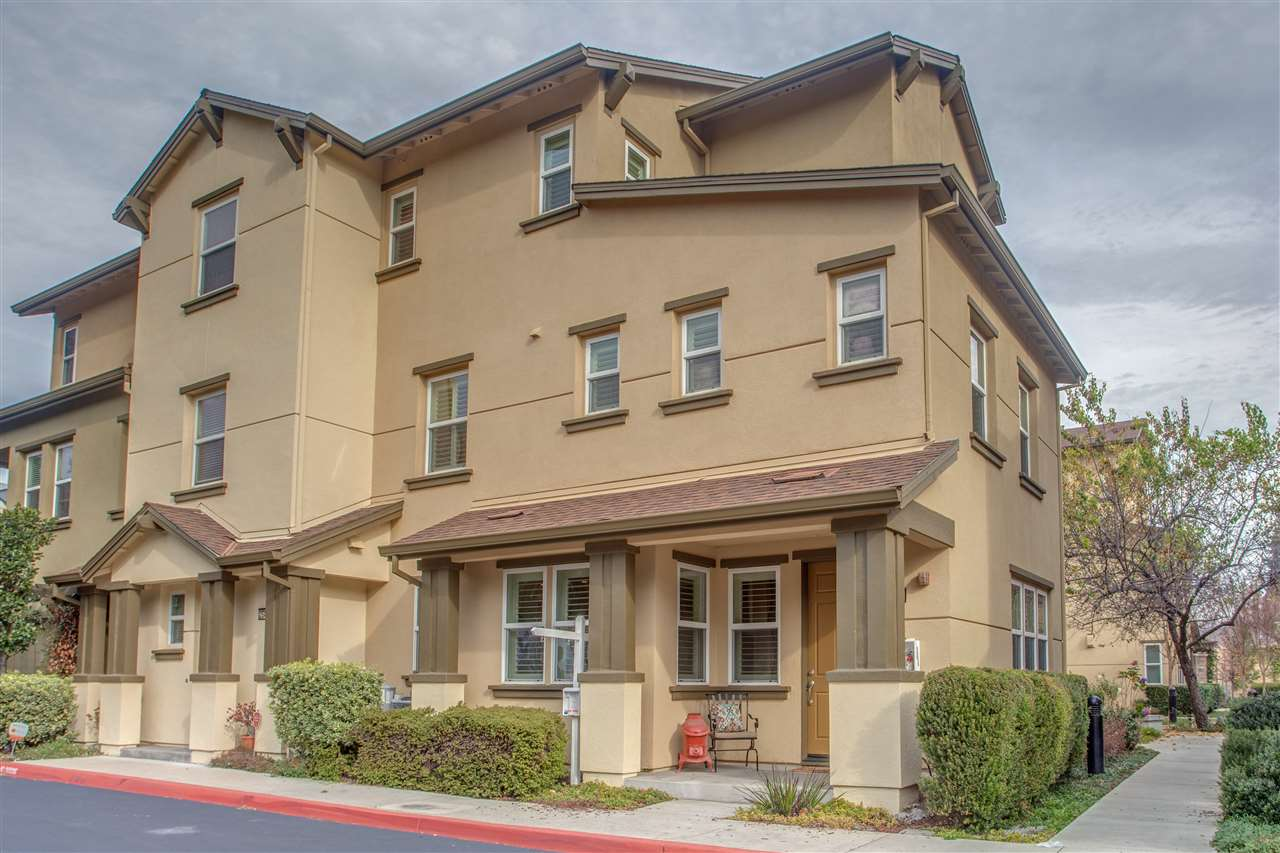コンドミニアム のために 売買 アット 25425 Huntwood Avenue 25425 Huntwood Avenue Hayward, カリフォルニア 94544 アメリカ合衆国