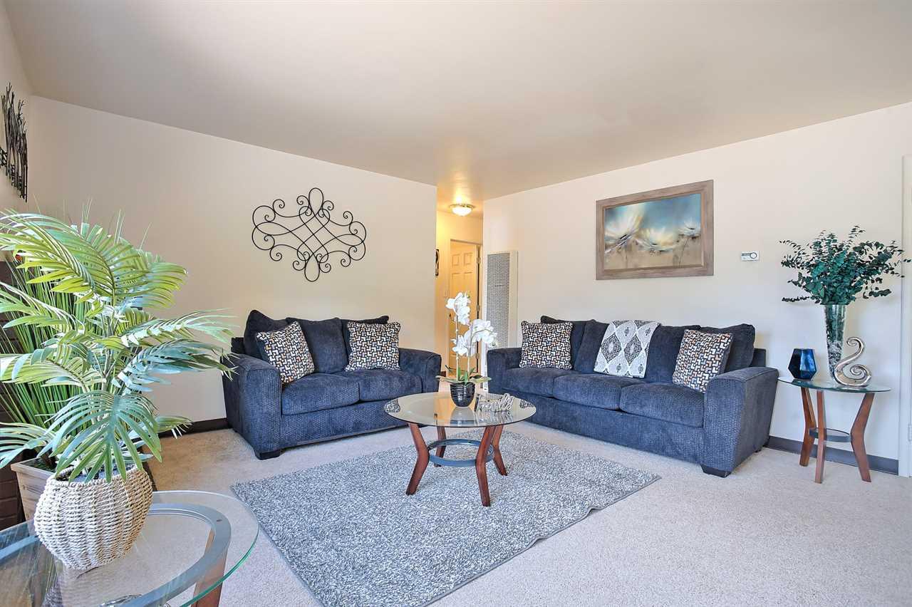 Частный односемейный дом для того Продажа на 434 De Leon Avenue 434 De Leon Avenue Fremont, Калифорния 94539 Соединенные Штаты
