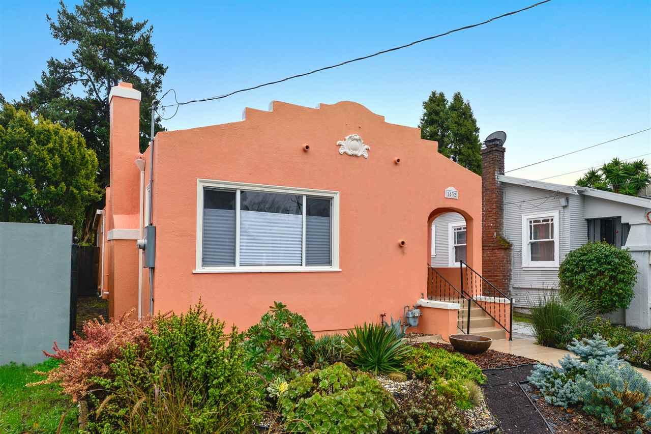Частный односемейный дом для того Продажа на 1632 67Th Avenue 1632 67Th Avenue Oakland, Калифорния 94621 Соединенные Штаты