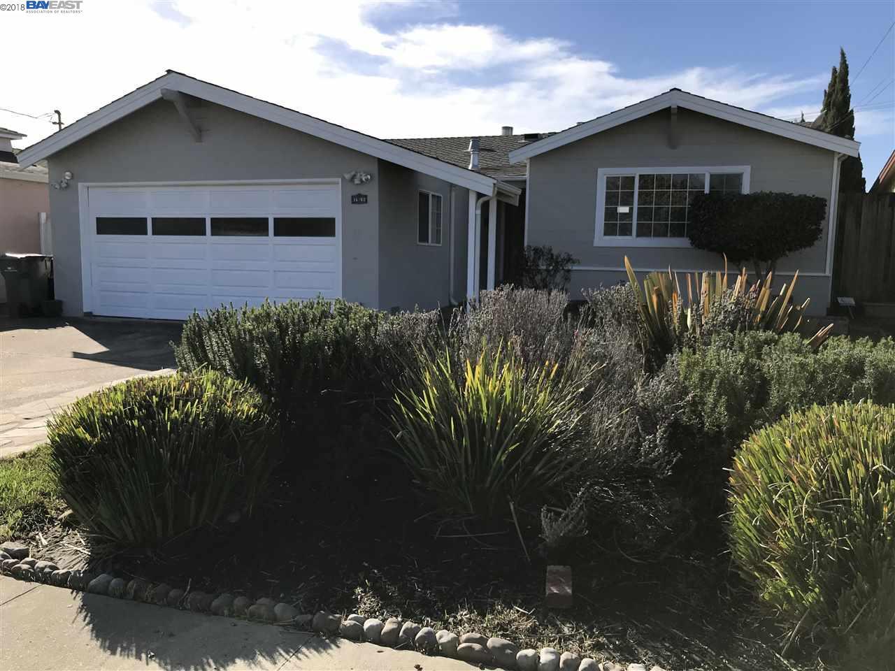 Частный односемейный дом для того Продажа на 15763 Via Sorrento 15763 Via Sorrento San Lorenzo, Калифорния 94580 Соединенные Штаты