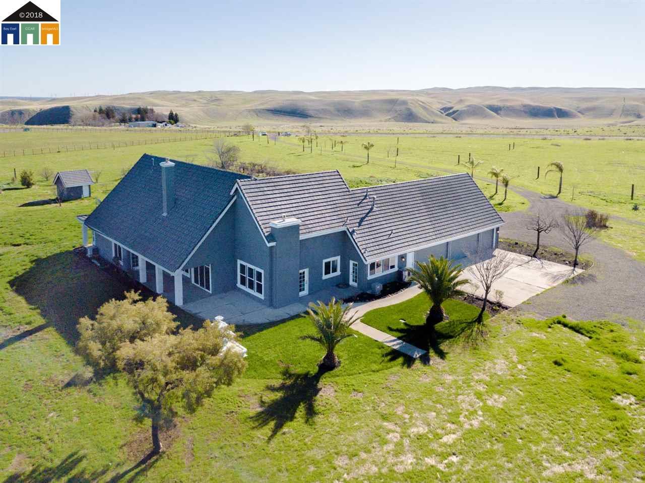 Частный односемейный дом для того Продажа на 22090 Arburua 22090 Arburua Los Banos, Калифорния 93635 Соединенные Штаты