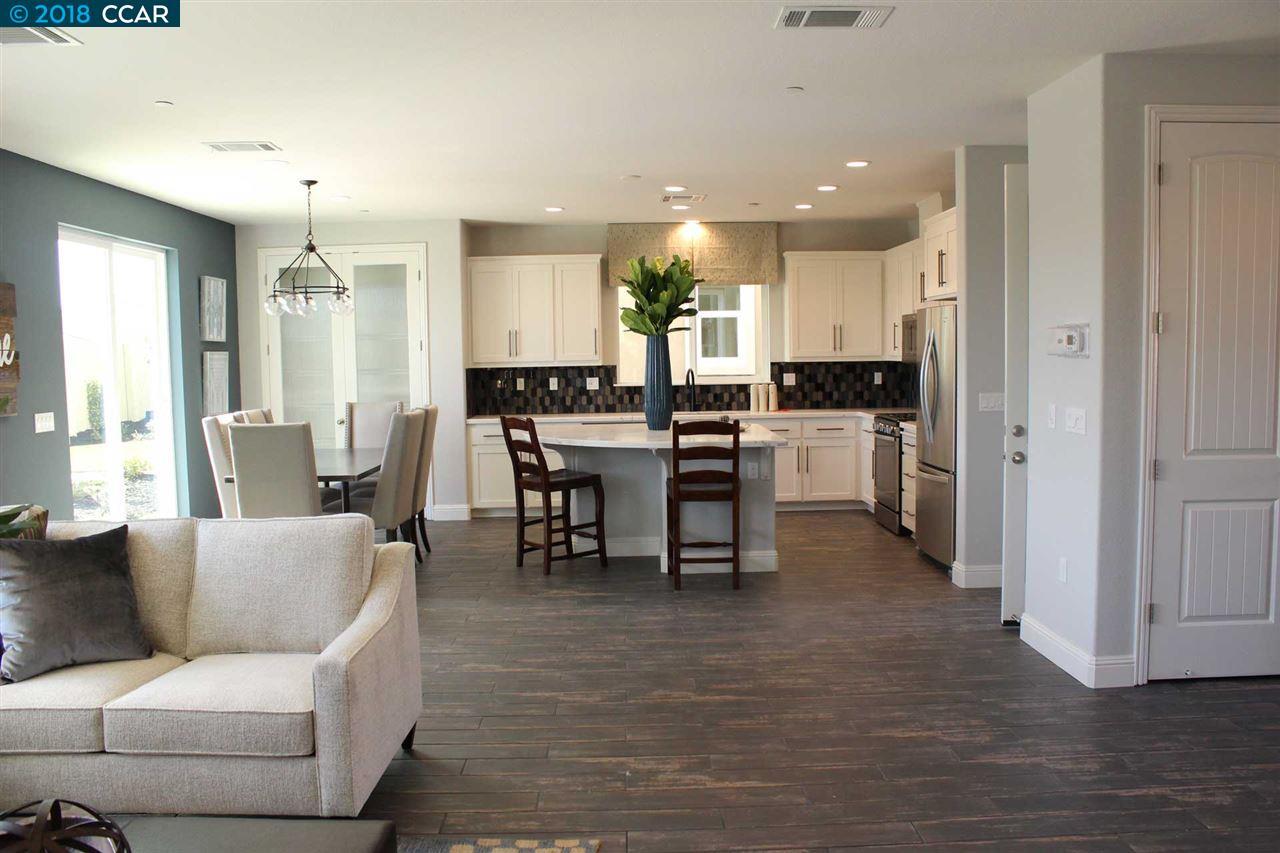 Einfamilienhaus für Verkauf beim 2585 Modena Drive 2585 Modena Drive Pittsburg, Kalifornien 94565 Vereinigte Staaten
