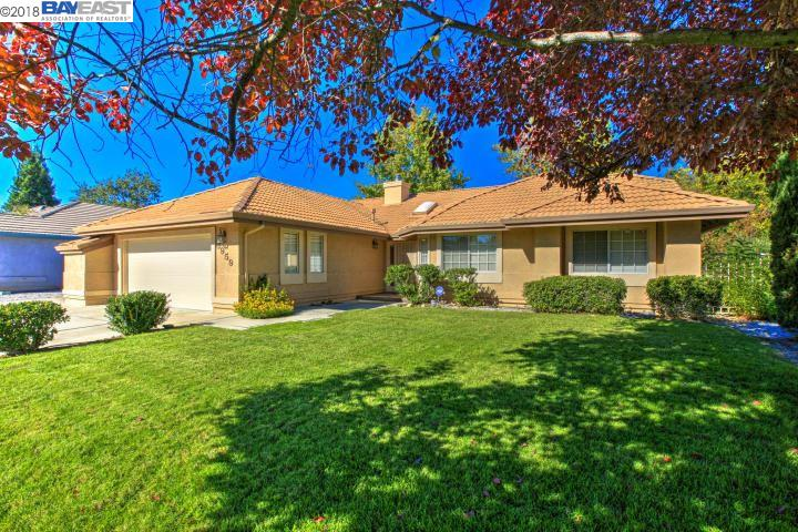 Single Family Home for Sale at 3959 Eagle Pkwy 3959 Eagle Pkwy Redding, California 96001 United States