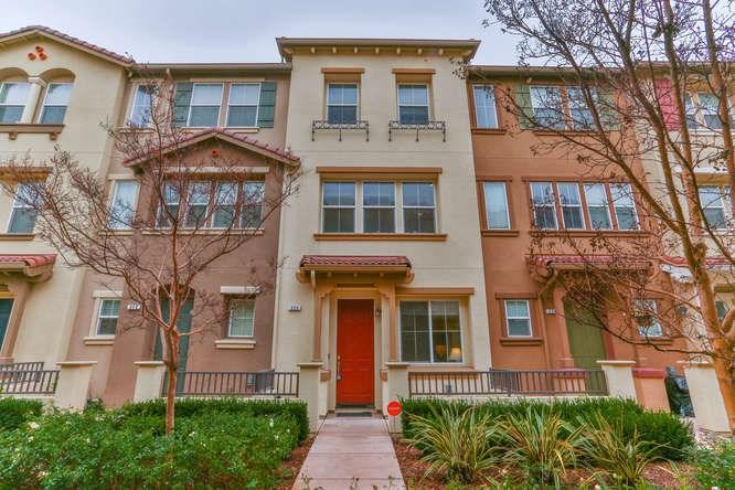 多棟聯建住宅 為 出售 在 226 Sullivan Way 226 Sullivan Way Hayward, 加利福尼亞州 94541 美國