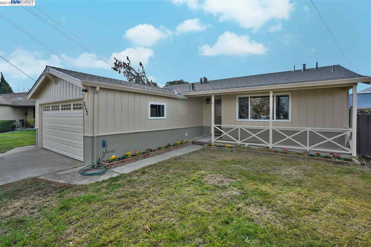 Single Family Home for Sale at 2193 Corte Hornitos 2193 Corte Hornitos San Lorenzo, California 94580 United States