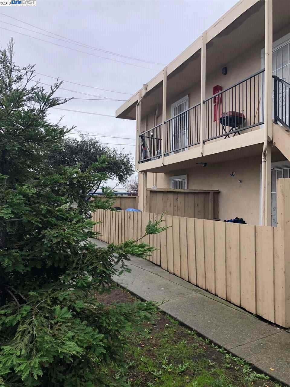 Maison avec plusieurs logements pour l Vente à 27187 Tyrrell Avenue 27187 Tyrrell Avenue Hayward, Californie 94544 États-Unis