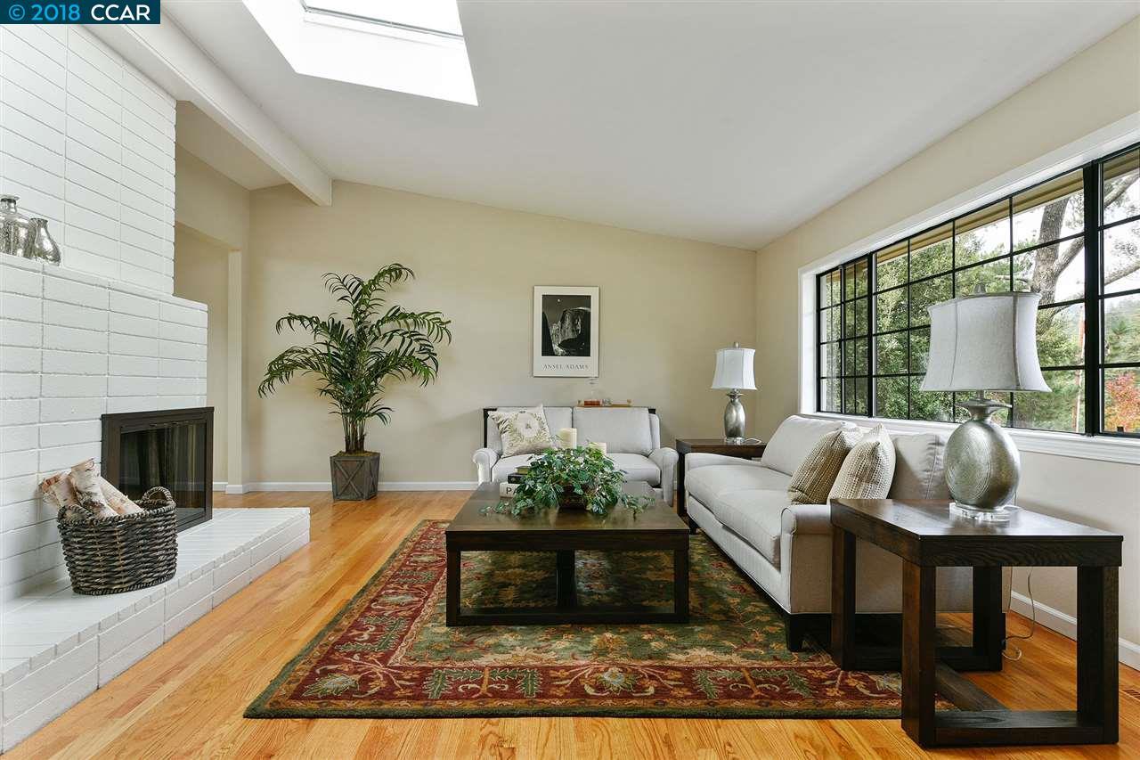 獨棟家庭住宅 為 出售 在 9 Parklane Drive 9 Parklane Drive Orinda, 加利福尼亞州 94563 美國