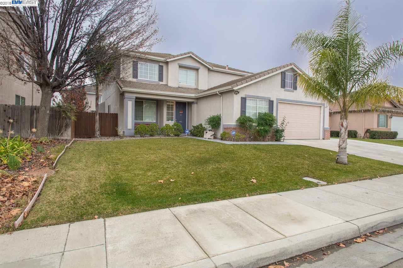 واحد منزل الأسرة للـ Sale في 1200 Whispering Wind Drive 1200 Whispering Wind Drive Tracy, California 95377 United States