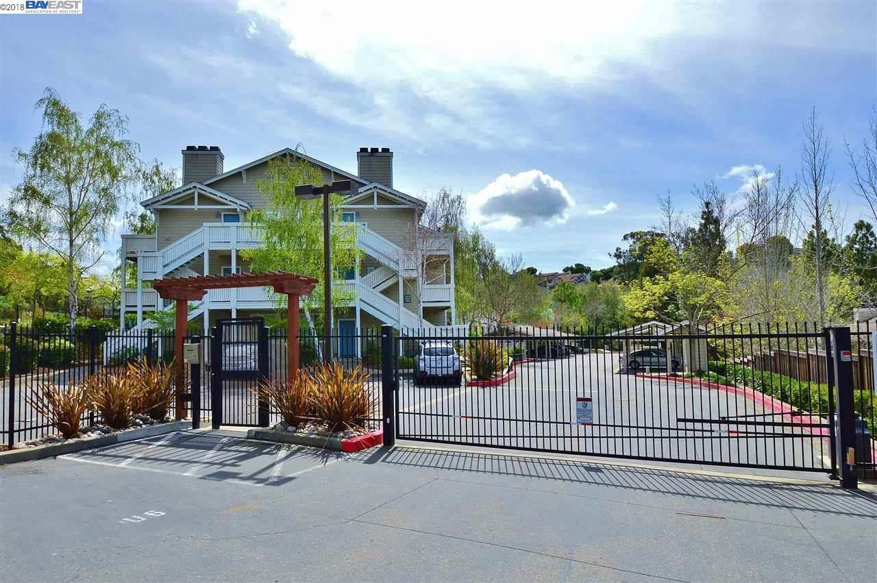 コンドミニアム のために 売買 アット 2445 Creekside Court 2445 Creekside Court Hayward, カリフォルニア 94542 アメリカ合衆国