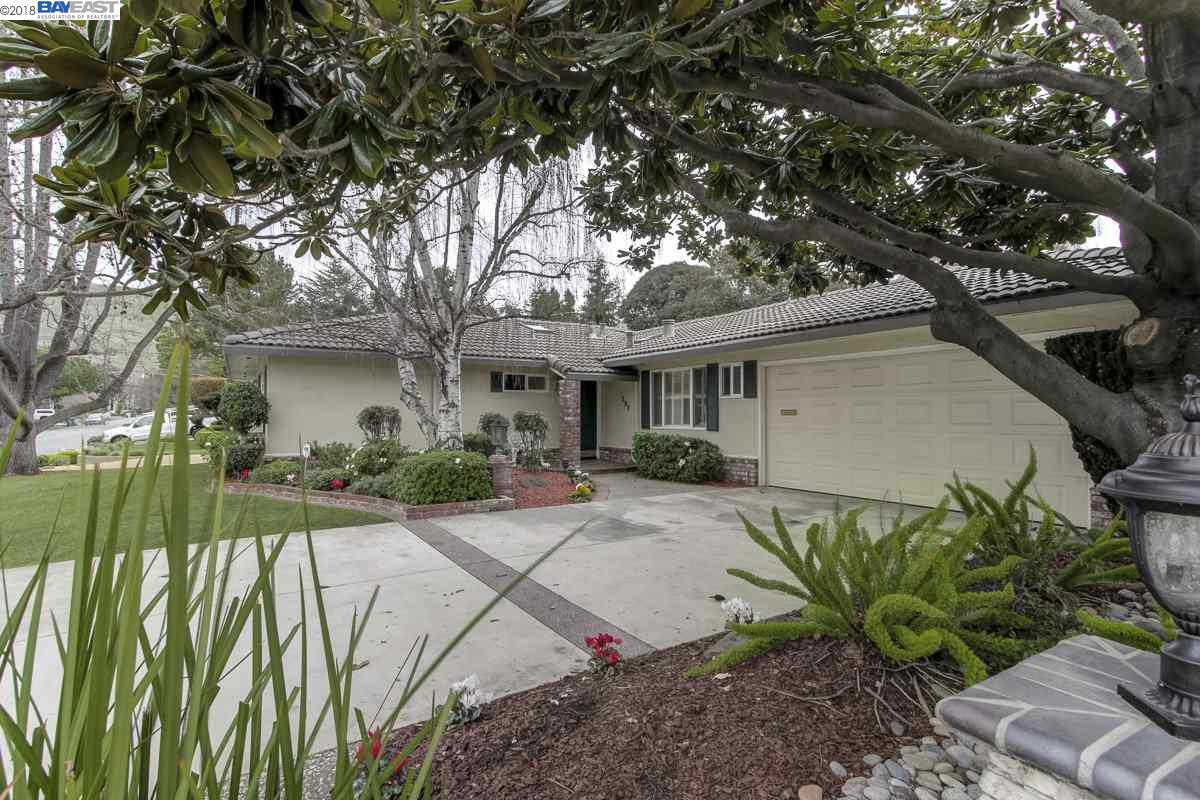 Maison unifamiliale pour l Vente à 290 Hillview Drive 290 Hillview Drive Fremont, Californie 94536 États-Unis