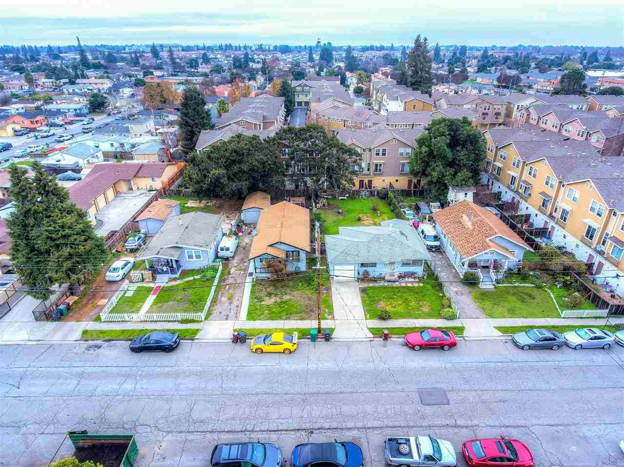 二世帯住宅 のために 売買 アット 22883 Sutro Street 22883 Sutro Street Hayward, カリフォルニア 94541 アメリカ合衆国