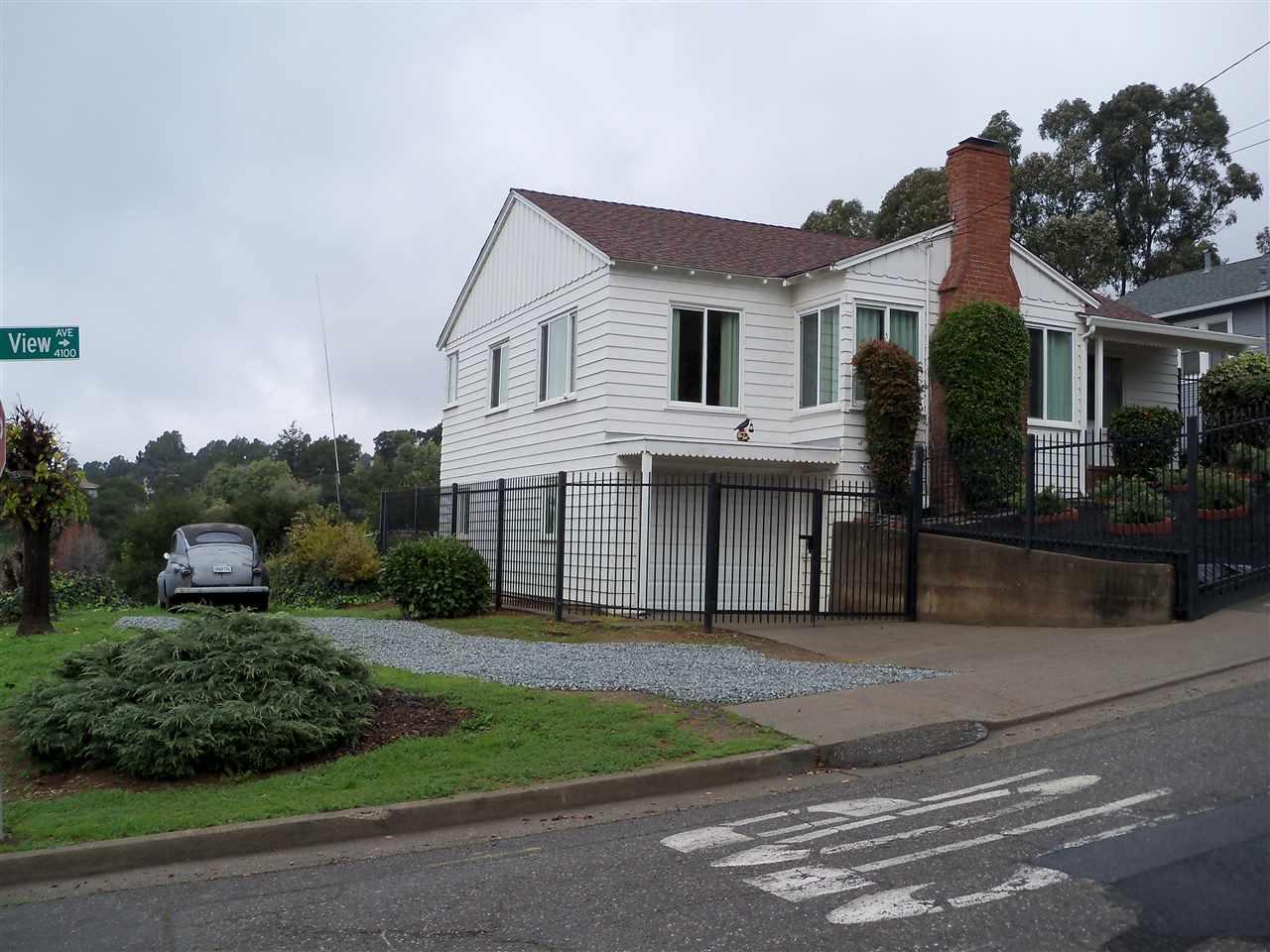 واحد منزل الأسرة للـ Sale في 4101 Mountain View Avenue 4101 Mountain View Avenue Oakland, California 94605 United States