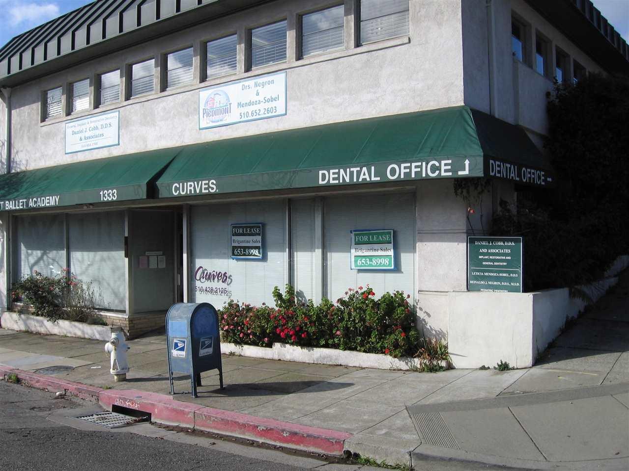 Casa Unifamiliar por un Alquiler en 1333 Grand Avenue 1333 Grand Avenue Piedmont, California 94611 Estados Unidos