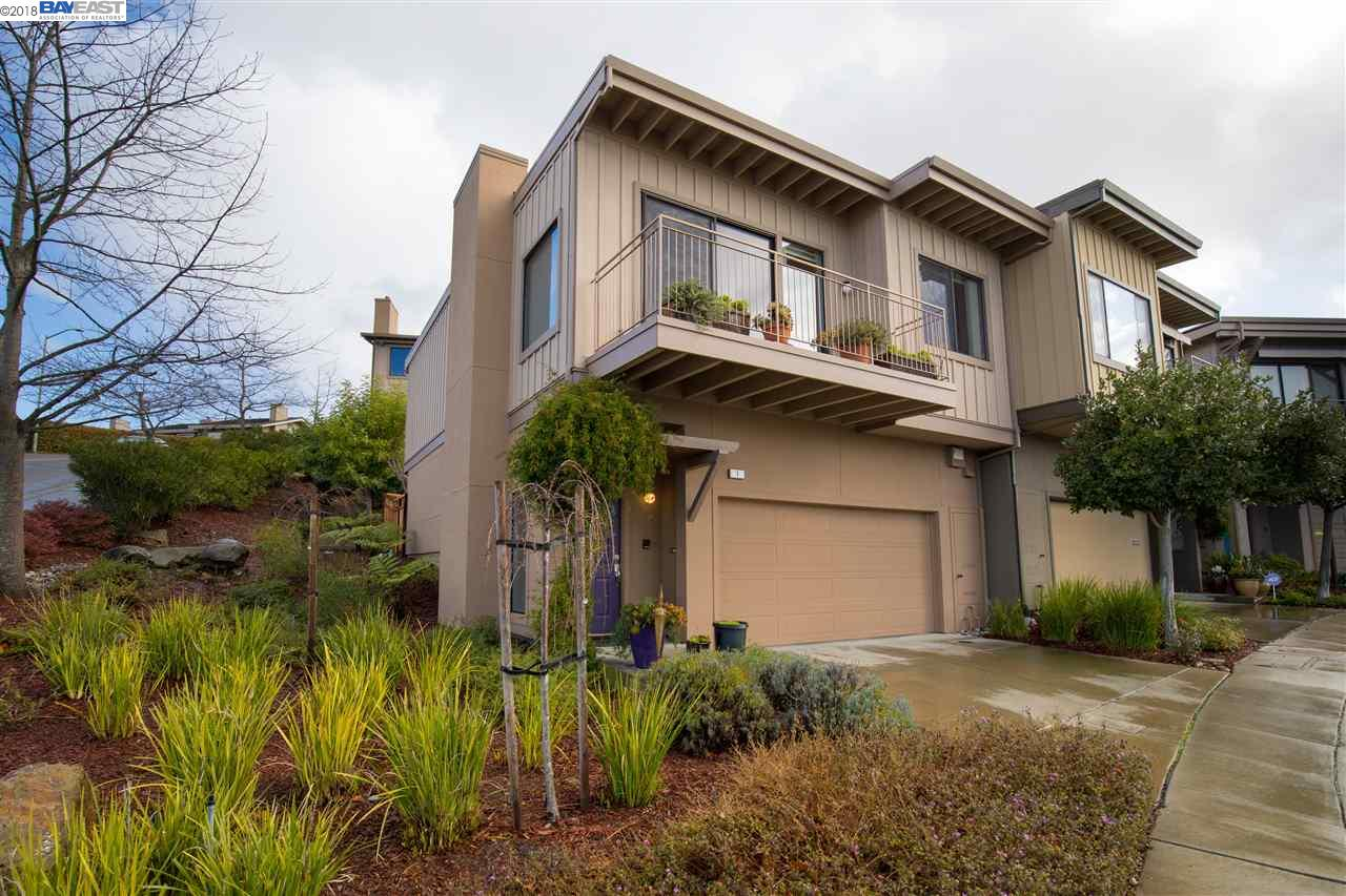 Townhouse for Sale at 1 Hawks Hill Court 1 Hawks Hill Court Oakland, California 94618 United States