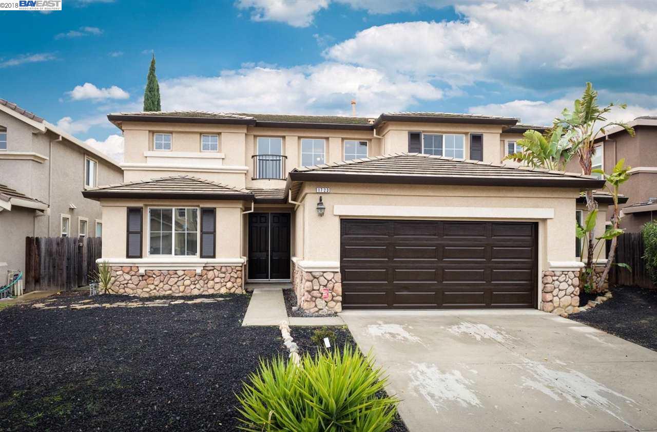 Casa Unifamiliar por un Venta en 1723 Petit Peak Court 1723 Petit Peak Court Antioch, California 94531 Estados Unidos
