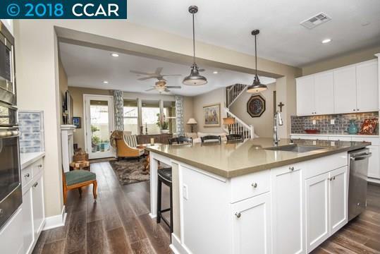 Casa Unifamiliar por un Venta en 1162 Gardenia Loop 1162 Gardenia Loop Hercules, California 94547 Estados Unidos