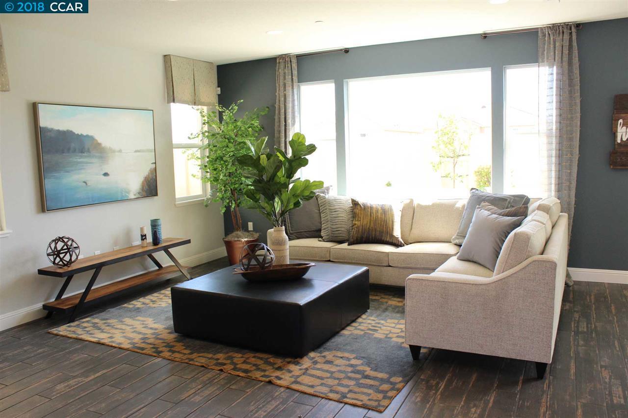 واحد منزل الأسرة للـ Sale في 3166 La Corona Drive 3166 La Corona Drive Pittsburg, California 94565 United States