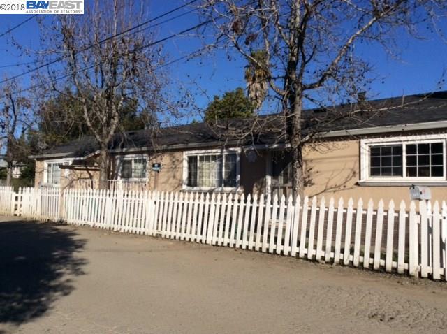 二世帯住宅 のために 売買 アット 26738 Clarkford Street 26738 Clarkford Street Hayward, カリフォルニア 94544 アメリカ合衆国