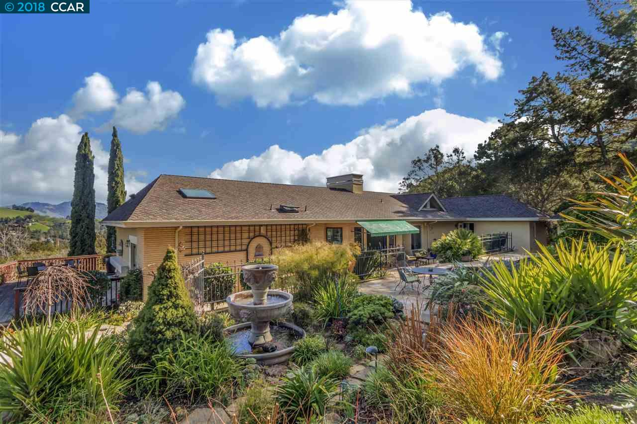 Частный односемейный дом для того Продажа на 1309 Martino Road 1309 Martino Road Lafayette, Калифорния 94549 Соединенные Штаты