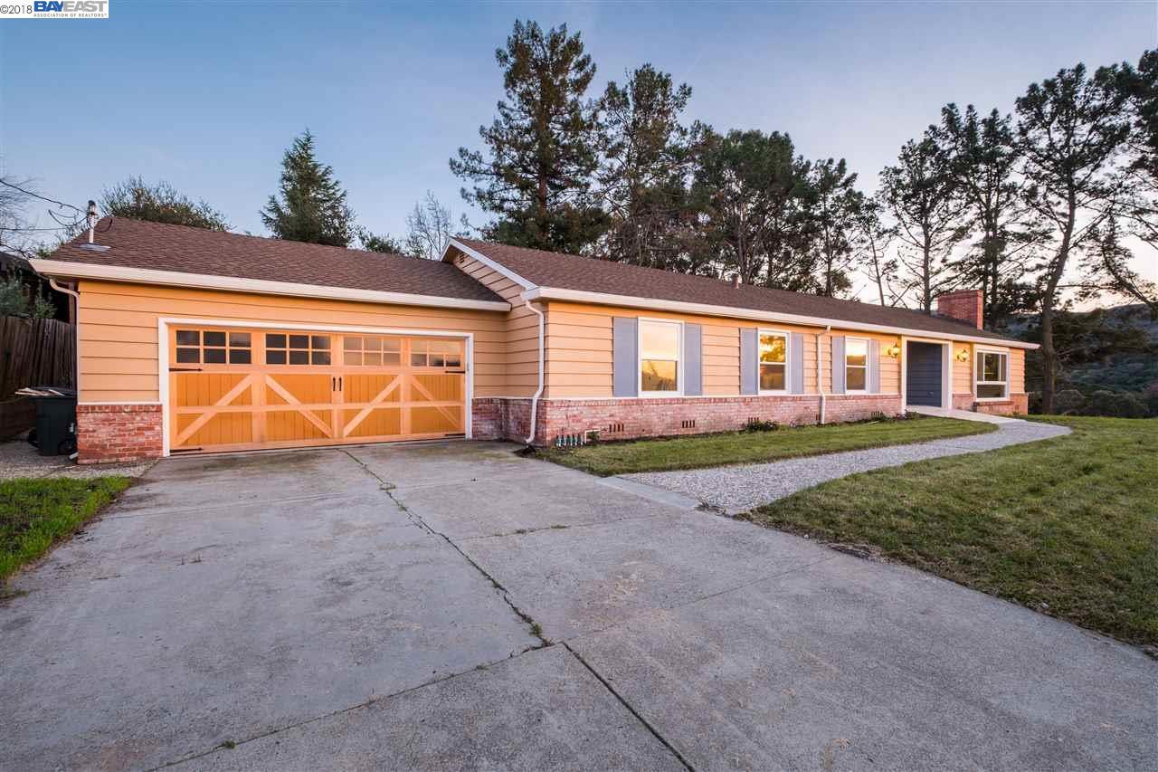 واحد منزل الأسرة للـ Sale في 73 Pine Hill Drive 73 Pine Hill Drive El Sobrante, California 94803 United States