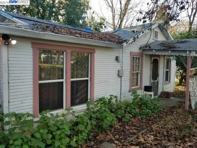 Einfamilienhaus für Verkauf beim 2803 Leland Avenue 2803 Leland Avenue Redding, Kalifornien 96001 Vereinigte Staaten