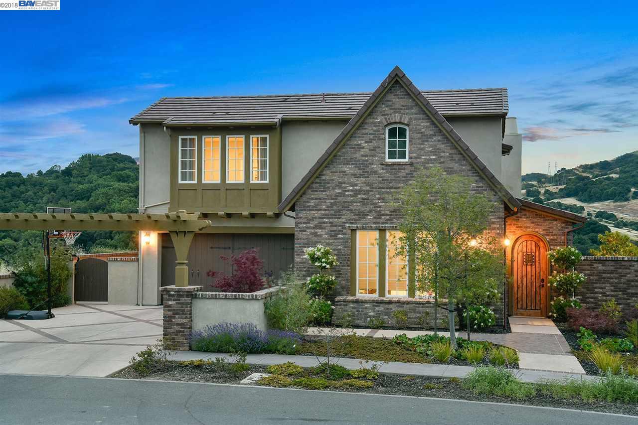 واحد منزل الأسرة للـ Sale في 10 RABBLE ROAD 10 RABBLE ROAD Orinda, California 94563 United States