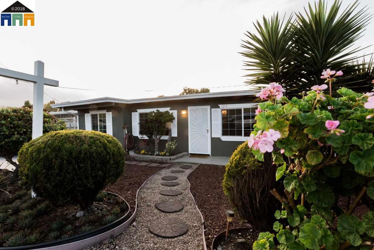واحد منزل الأسرة للـ Sale في 1273 Madeline Road 1273 Madeline Road San Pablo, California 94806 United States