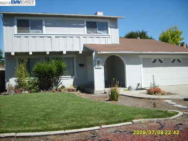 Casa Unifamiliar por un Alquiler en 7272 Valley Trails 7272 Valley Trails Pleasanton, California 94588 Estados Unidos