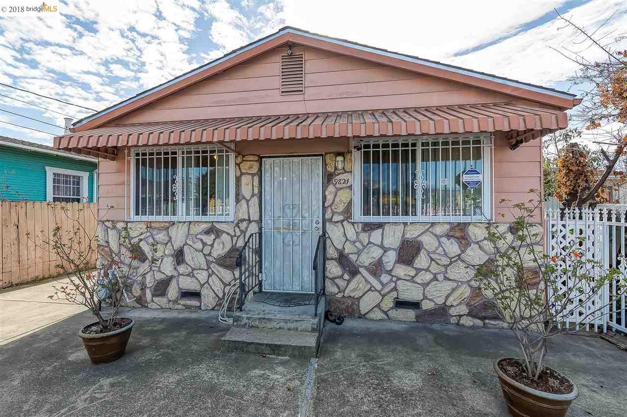 Maison unifamiliale pour l Vente à 9821 E Street 9821 E Street Oakland, Californie 94603 États-Unis