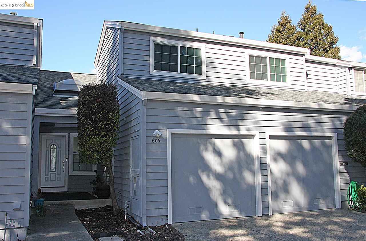 Casa unifamiliar adosada (Townhouse) por un Venta en 609 Primrose Ter 609 Primrose Ter Pinole, California 94564 Estados Unidos