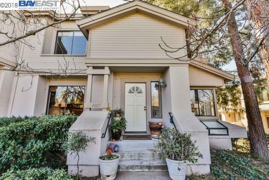 شقة بعمارة للـ Sale في 1607 Geary Road 1607 Geary Road Walnut Creek, California 94597 United States