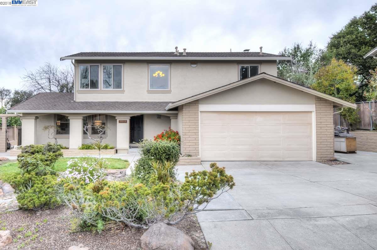Частный односемейный дом для того Продажа на 18549 greenridge court 18549 greenridge court Castro Valley, Калифорния 94552 Соединенные Штаты