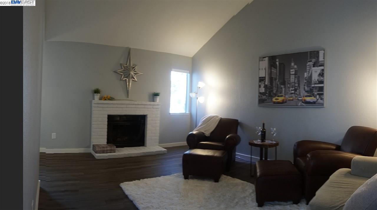 شقة بعمارة للـ Sale في 445 E Almond 445 E Almond Lodi, California 95240 United States
