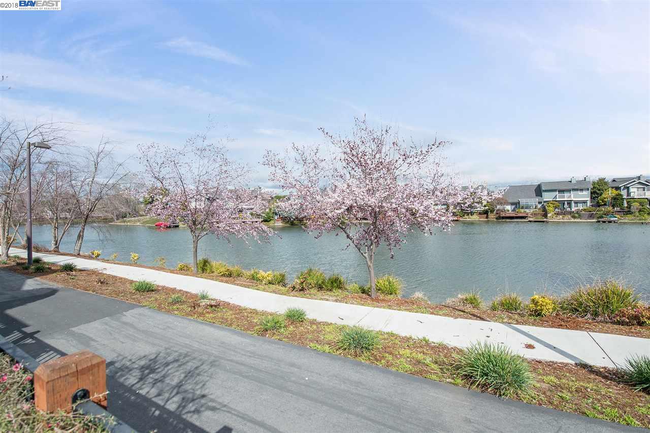 獨棟家庭住宅 為 出售 在 185 Parfait 185 Parfait Alameda, 加利福尼亞州 94502 美國