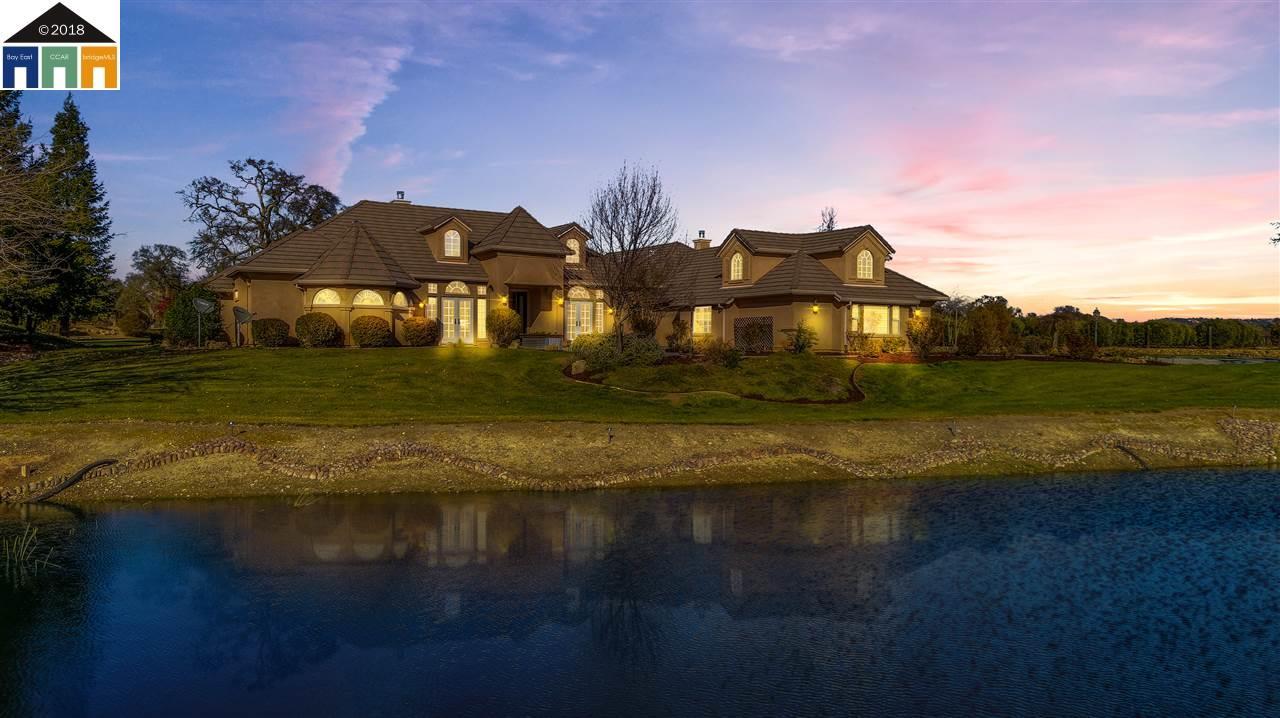 Частный односемейный дом для того Продажа на 7157 Elizabeth Court 7157 Elizabeth Court Valley Springs, Калифорния 95252 Соединенные Штаты