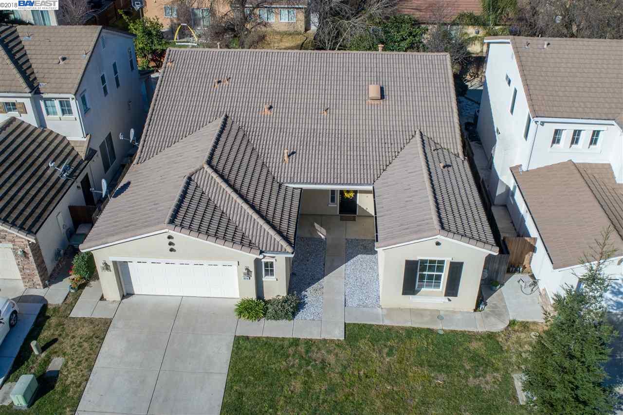 Einfamilienhaus für Verkauf beim 9816 Spring View Way 9816 Spring View Way Elk Grove, Kalifornien 95757 Vereinigte Staaten