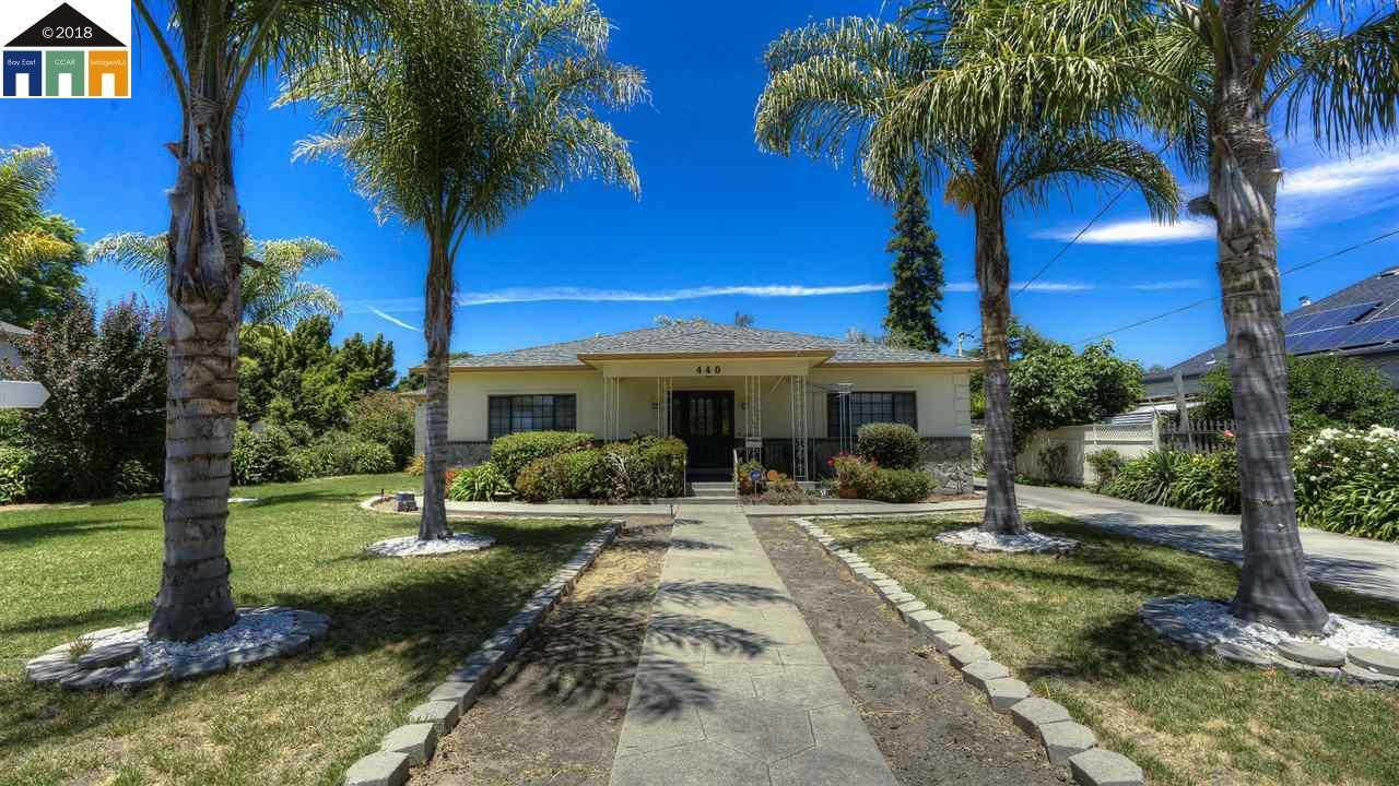 Single Family Home for Sale at 440 Broadmoor Blvd 440 Broadmoor Blvd San Leandro, California 94577 United States