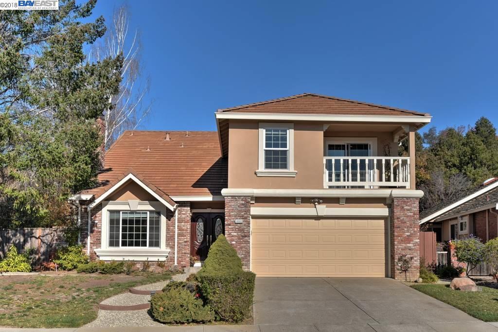واحد منزل الأسرة للـ Sale في 18900 Edwin Markham Drive 18900 Edwin Markham Drive Castro Valley, California 94552 United States